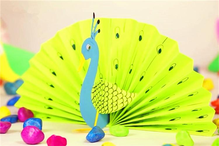 兒童紙工藝品:孔雀