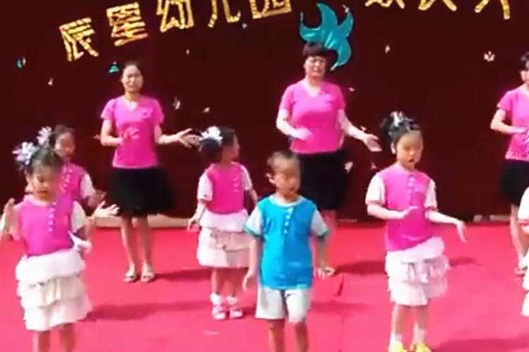 幼兒園六一舞蹈視頻:最炫民族風