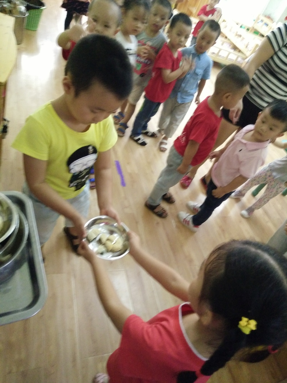 中秋自制月餅與老師小朋友們分享