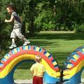 户外游戏:轮胎锻炼平衡感