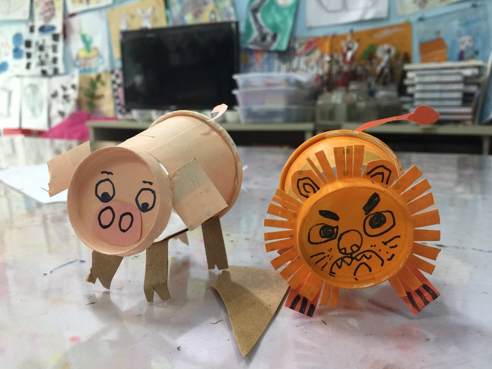紙杯獅子和小豬